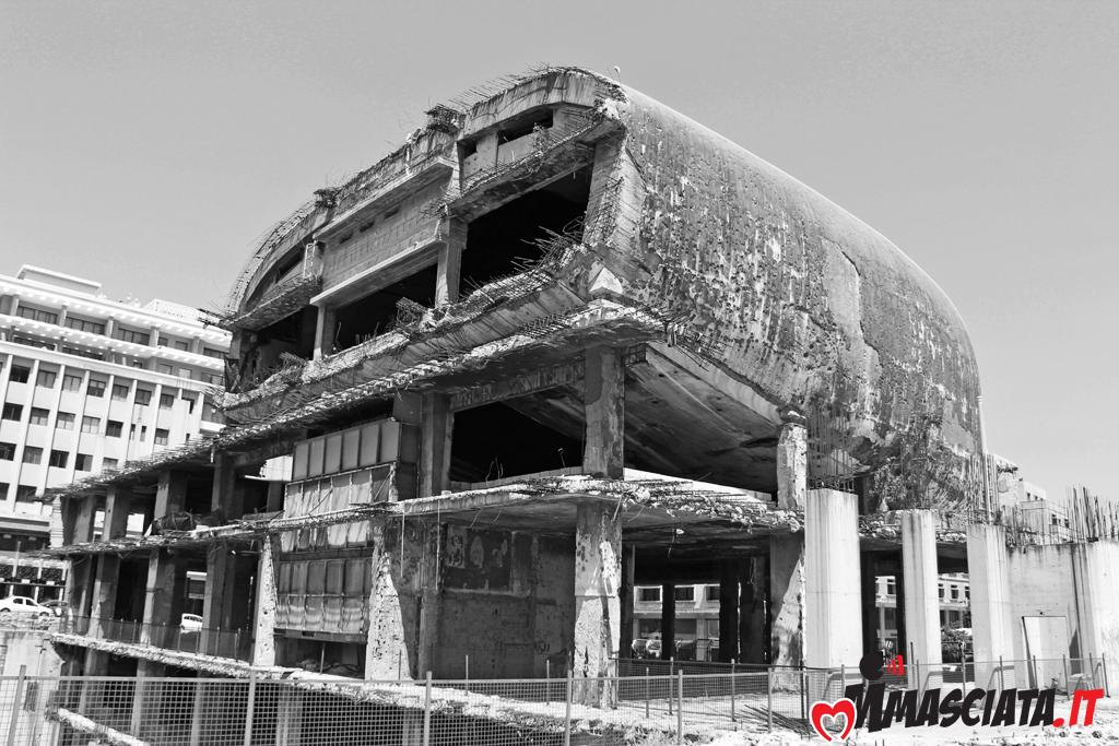 """""""The Egg"""" è uno dei pochissimi edifici risalenti, a prima della guerra, che non sono stati abbattuti"""