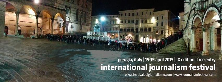 La fila per entrare nella Sala dei Notari, sede degli eventi più importanti del Festival di Perugia