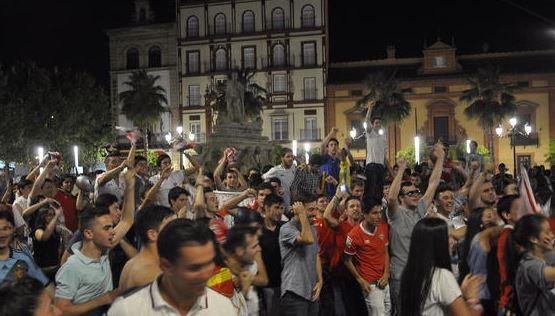 La fiesta impazza per le piazze di Siviglia