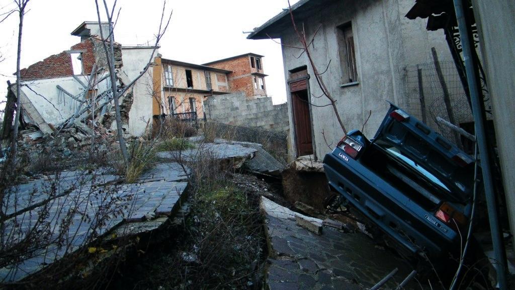 La parte di Cavallerizzo di Cerzeto sconvolta dalla frana del 7 marzo 2005