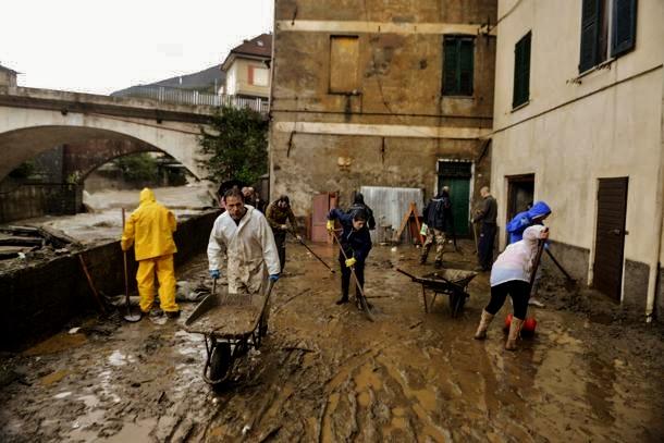 Gli angeli del fango di Rossiglione, entroterra ligure sventrato dalle pioggie.