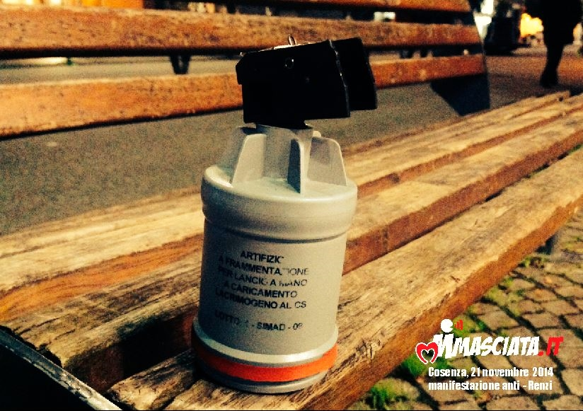 lacrimogeni antirenzi