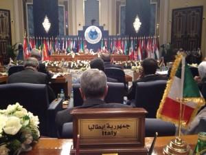 Nel corso della seconda conferenza dei Paesi donatori della Siria che si è tenuta a Kuwait City lo scorso 15 gennaio, è stato stabilito che l'Italia offrirà nuovi aiuti per 38 milioni di euro per affrontare l'emergenza umanitaria in Siria. I nuovi fondi rappresentano un aumento del 70 per cento rispetto a quanto stanziato in occasione della conferenza del 2013, e collocano l'Italia come terzo donatore europeo alle spalle di Gran Bretagna e Germania.
