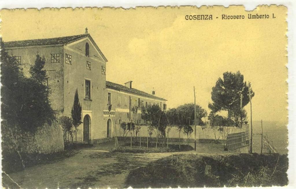 Il ricovero Umberto I in una cartolina d'epoca