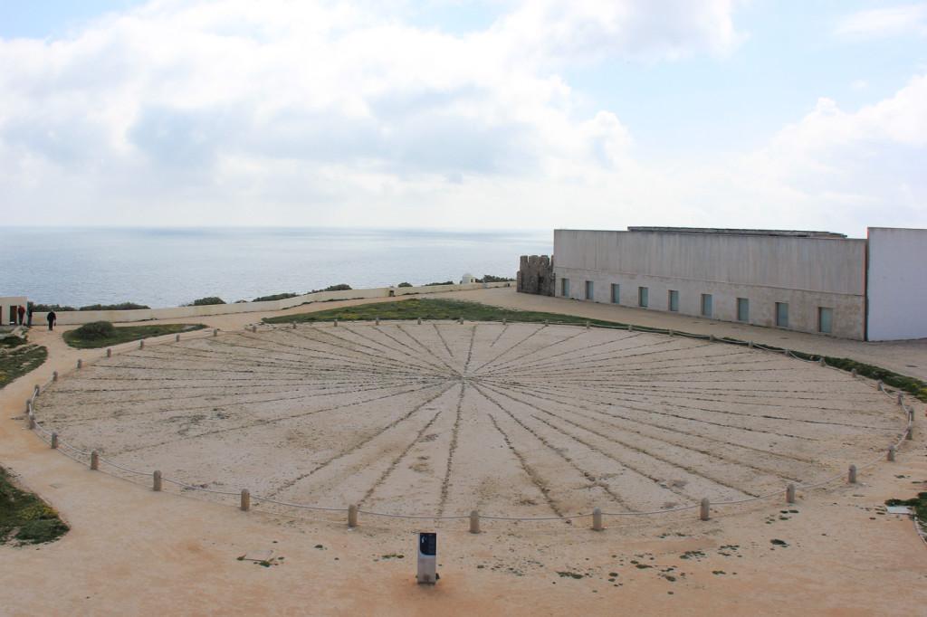La rosa dei venti di 42 metri all'interno della fortezza di Sagres