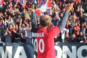 Gigi Marulla il giorno del centenario del Cosenza Calcio, di cui è stato il miglior marcatore della storia