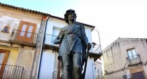 "L'Etè di Mareau, fontana di fine '800 presente in molte città italiane. Nella foto a San Pietro in Guarano (Cs) dove è chiamata ""Pietru Giugnu"""