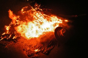 Il rogo del Ddirroccu, tradizione centenaria in scena il 16 agosto a San Pietro in Guarano (CS)