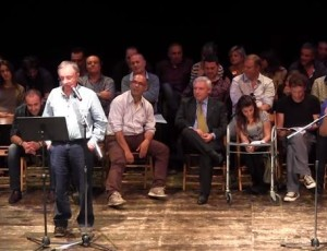 Il compianto Gianfranco Aloe sul palco del Teatro dell'Acquario per La Terra di Piero