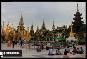 Shwedagon Pagoda, vita in piazza