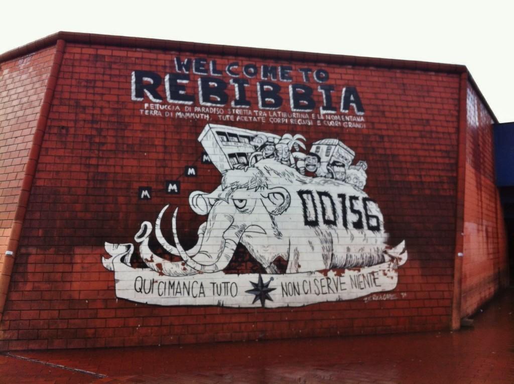 Il murales del fumettista Zerocalcare, disegnato all'ingresso della metro Rebibbia a Roma
