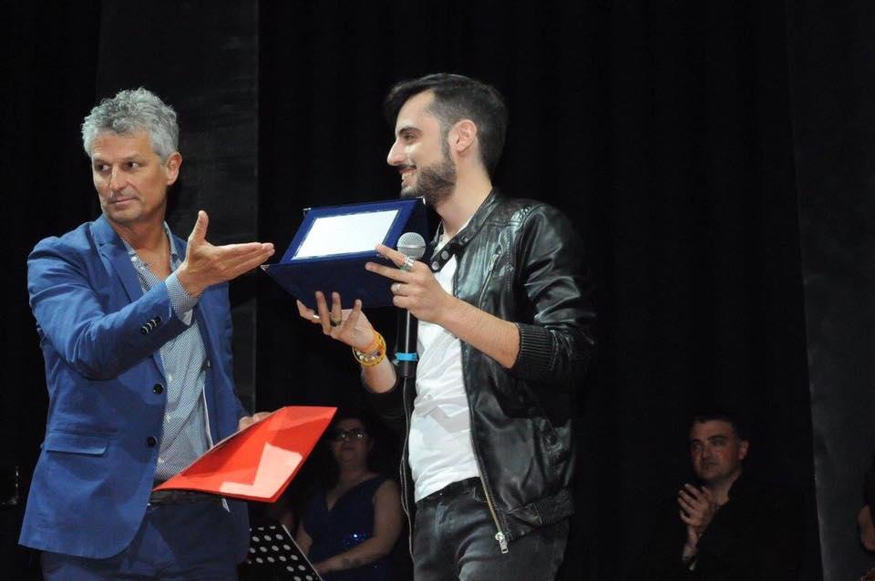 Ottavio Sirianni premiato da Antonio Vandoni