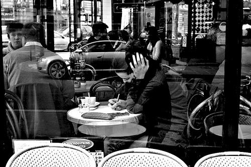 parigi-donna-cafe