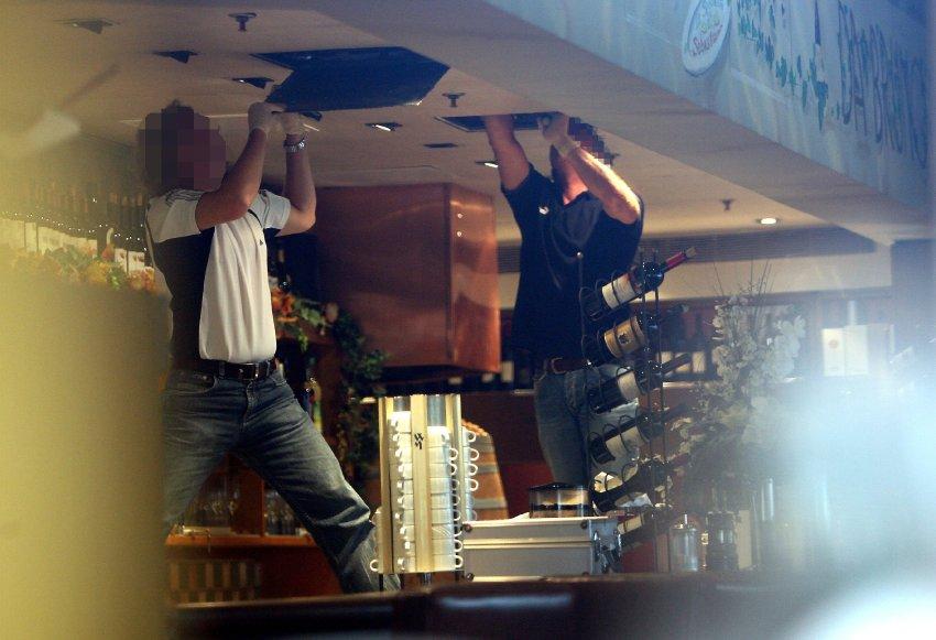 Un sopralluogo degli inquirenti nel ristorante Da Bruno, protagonista della strage di Duisburg.