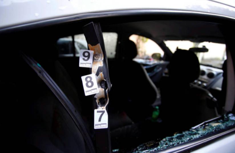 L'auto crivellata di colpi su cui viaggiava Marielle Franco con il suo staff