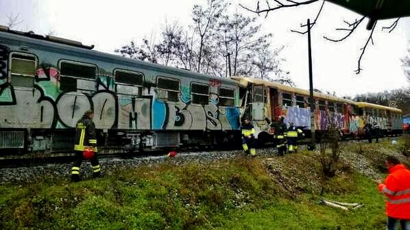treno deraglia calabria
